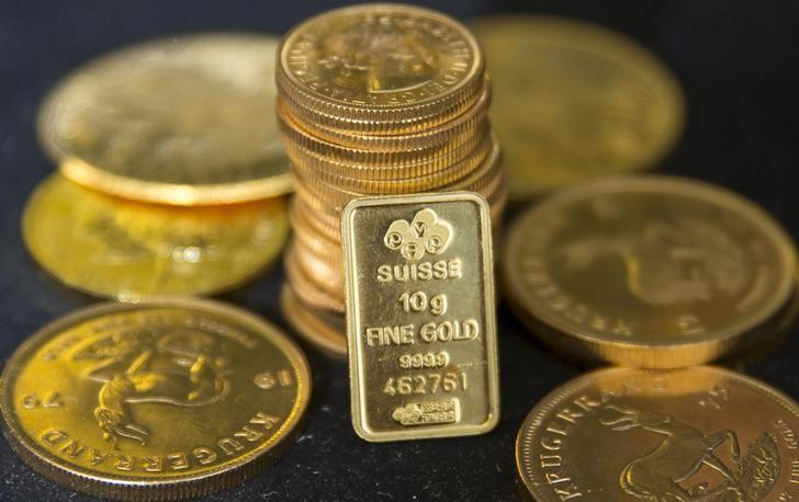 Gold recovers after biggest weekly drop this year